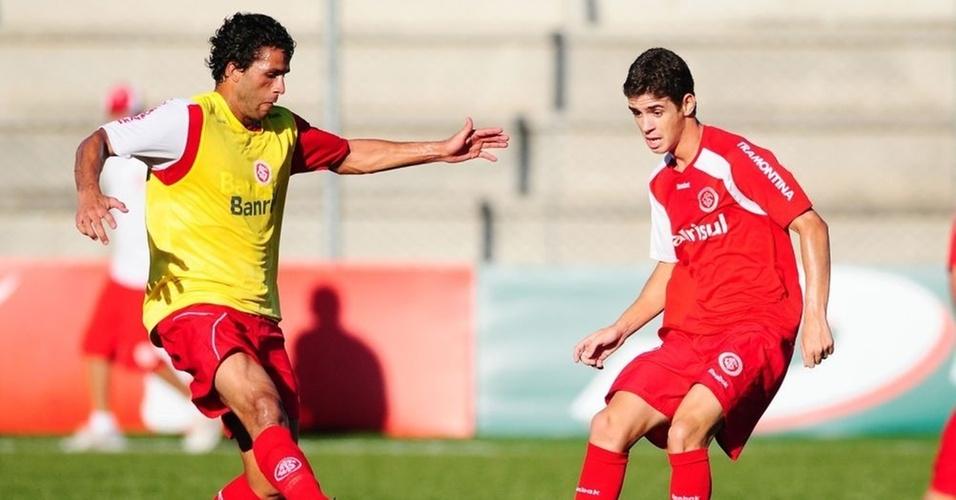 Meia Oscar (d) vai ser titular do Inter contra o São José-POA, no gramado sintético