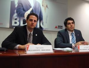 Tiago Lacerda (1º à esquerda) diz que remoções de moradores para obras da Copa 2014 vão continuar