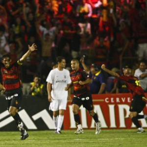 Atletas do Sport festejam gol do titulo da Copa do Brasil 2008, quando foi feita dívida com babalorixá