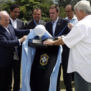 Blatter esteve no lançamento da pedra fundamental da nova sede da CBF; área virou motivo de disputa