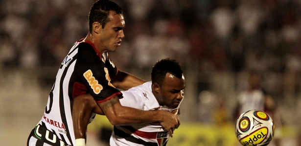 Eli Sabiá defendeu o Santos em 2009 e hoje enfrenta o ex-clube com a camisa do Água Santa