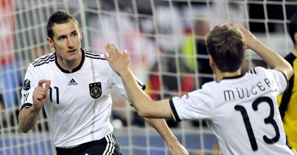 Klose (e) fez dois gols e Müller fez os outros dois na vitória da Alemanha sobre o Cazaquistão