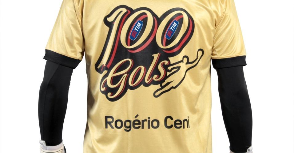 Detalhe da camisa comemorativa lançada pelo São Paulo em homenagem ao 100º gol de Rogério Ceni