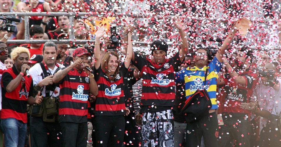 Ronaldinho é apresentado no Flamengo
