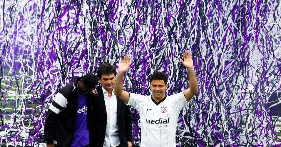 Ronaldo é apresentado como reforço do Corinthians