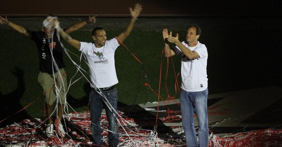 Luís Fabiano e Rogério Ceni fazem festa no Morumbi