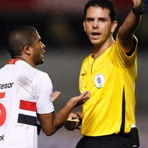 Rodrigo Cintra em ação como árbitro; atualmente, o juiz é o responsável pela Copa do Mundo em Natal