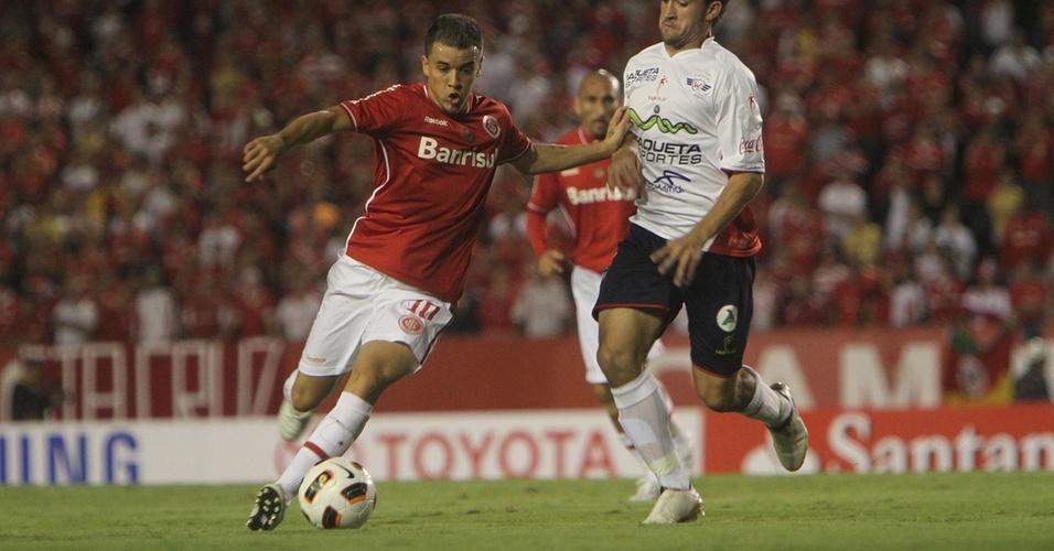 Meia D'Alessandro do Inter na partida contra o Jorge Wilstermann pela Libertadores no Beira-Rio (30/03/2011)