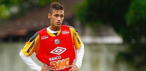 Neymar treina no CT Rei Pelé em tarde chuvosa na cidade de Santos (29/03/2011)