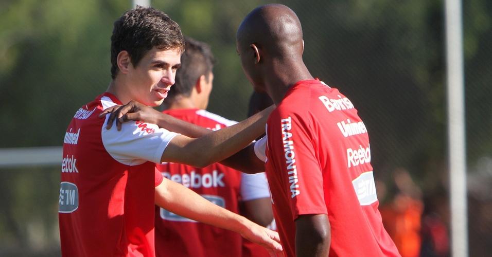 Meia Oscar em treinamento do Inter no estádio Beira-Rio (31/03/11)