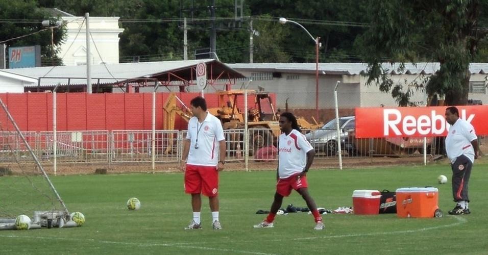 Meia Tinga, do Inter, se recupera de lesão na coxa direita (01/04/11)