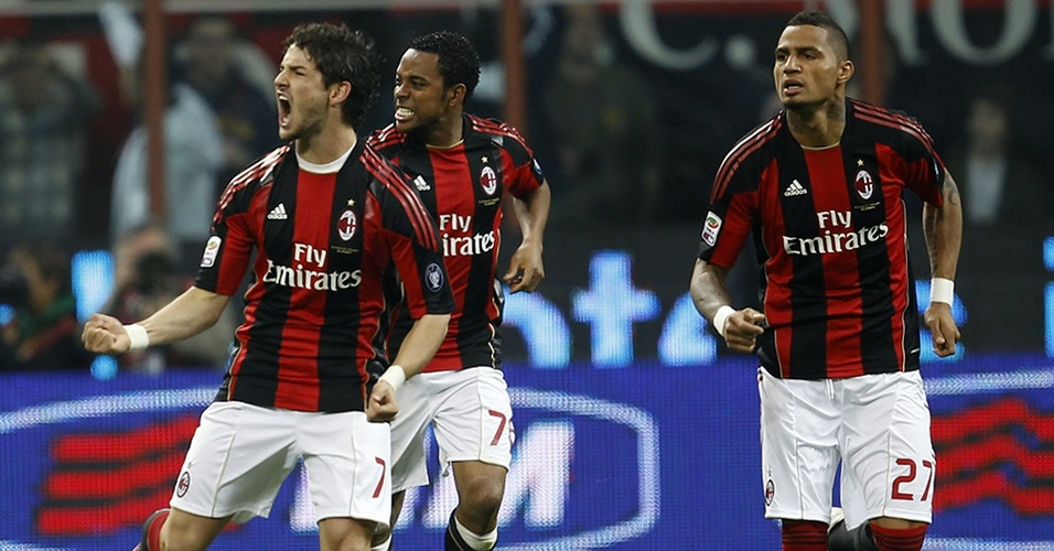 02.abr.2011 - Pato, Robinho e Boateng comemoram um dos gols do Milan contra a Inter de Milão em clássico do Campeonato Italiano