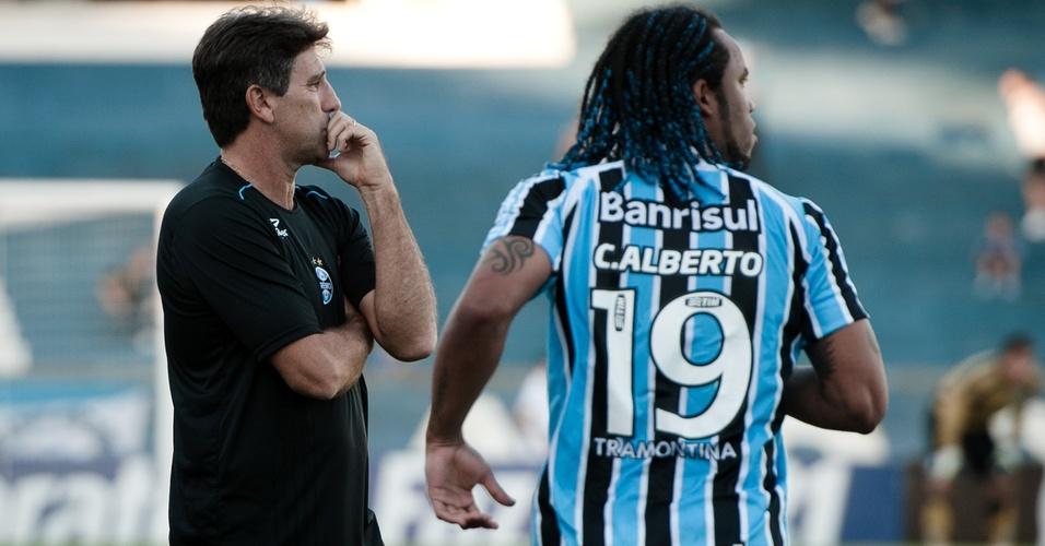 Carlos Alberto conversa com Renato Gaúcho em Grêmio x Veranópolis (03/04/2011)