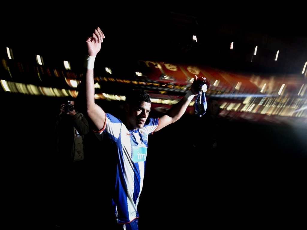 Hulk comemora o título do Porto após partida contra o Benfica