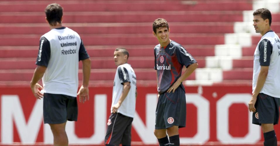 Oscar, meia do Internacional, treina no estádio Beira-Rio