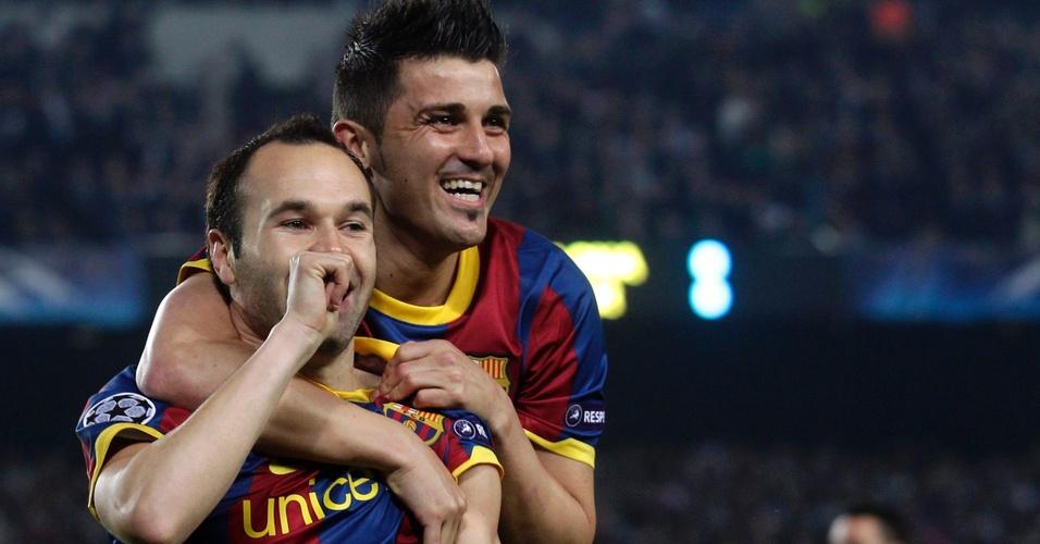 Andres Iniesta (esquerda) comemora seu gol contra Shakhtar Donetsk com David Villa