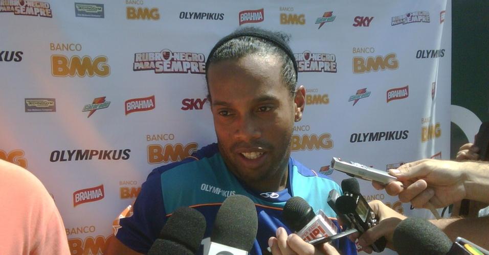 Ronaldinho Gaúcho concede entrevista nesta quinta, em Atibaia-SP (07/04/2011)