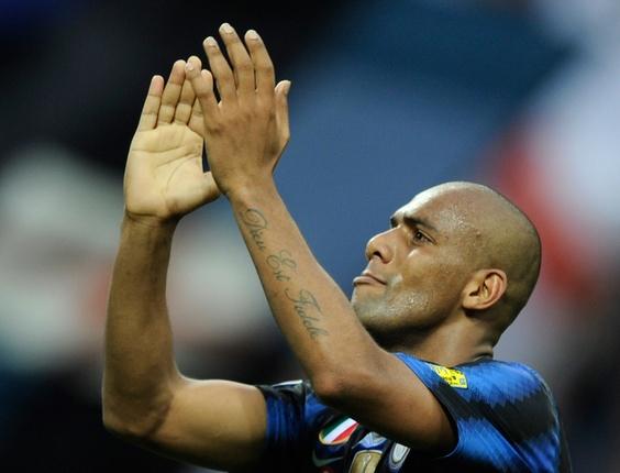Lateral Maicon comemora ao marcar pela Inter de Milão (09/04/2011)