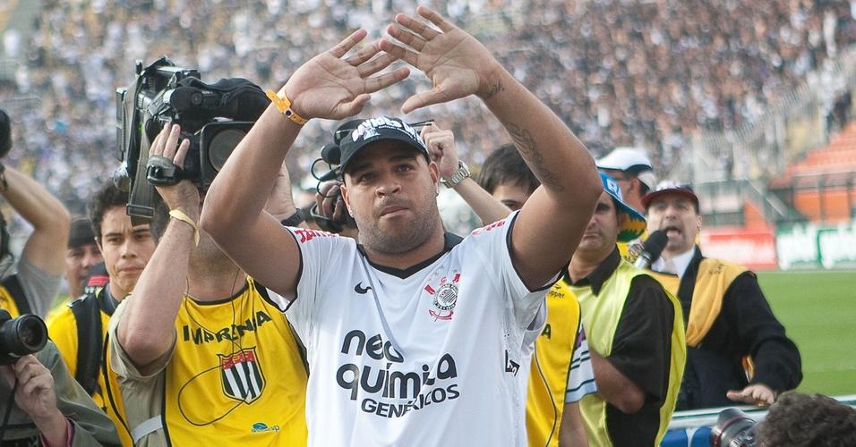 Adriano é apresentado à torcida do Corinthians antes do jogo contra o São Caetano (10/04/11)