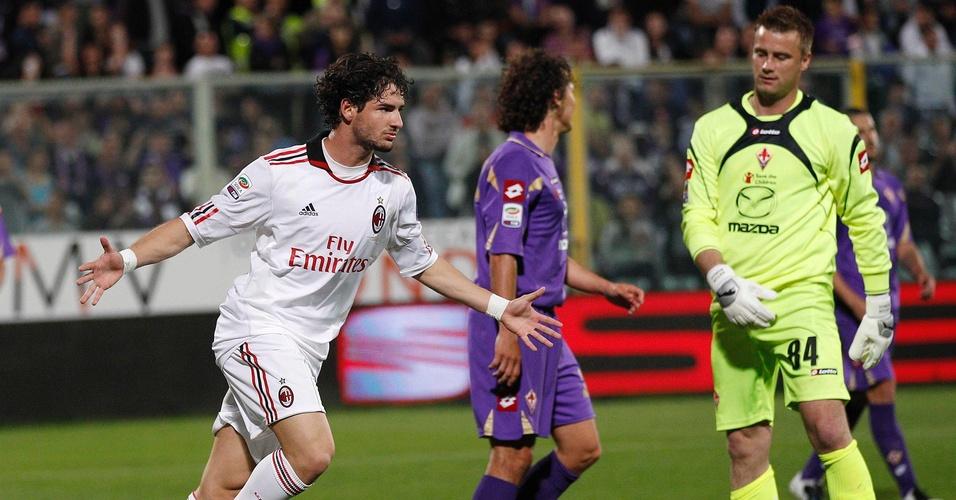 Alexandre Pato celebra o segundo gol do Milan diante da Fiorentina