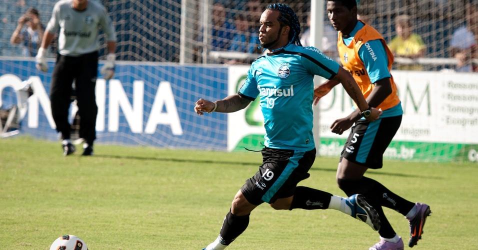 Carlos Alberto tem treinamento do Grêmio desta segunda-feira (11/04/2011)
