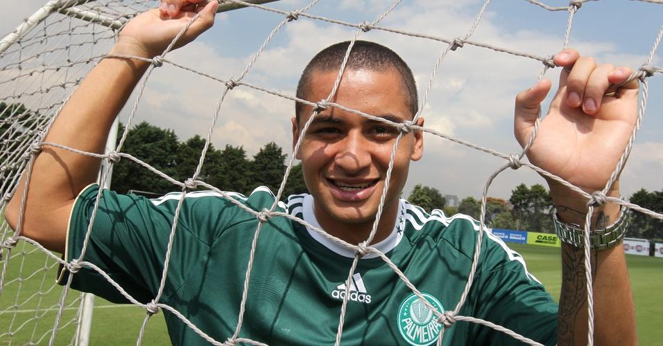 Wellington Paulista é fotografado no dia de sua apresentação no Palmeiras (08/04)