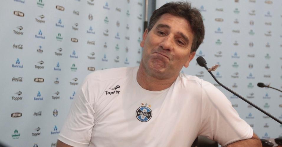 Renato Gaúcho, técnico do Grêmio, concede entrevista no Olímpico (12/04/2011)