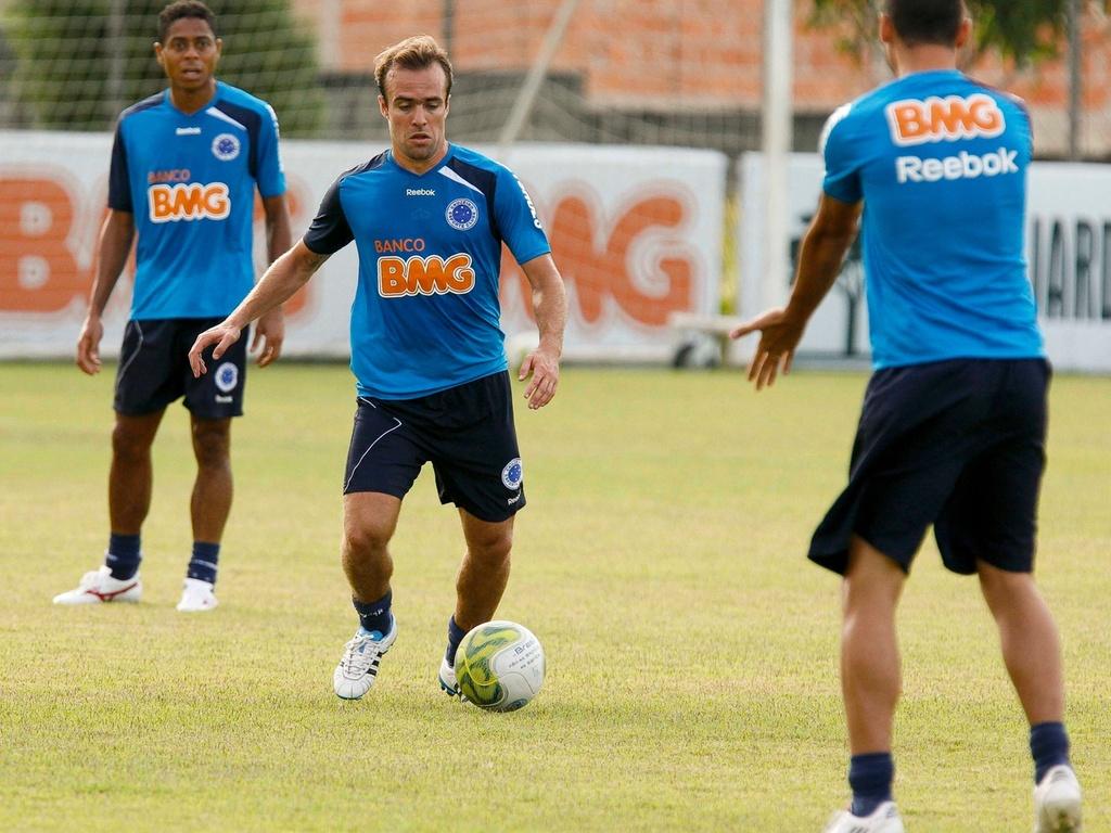 Roger durante treinamento do Cruzeiro (24/3/2011)