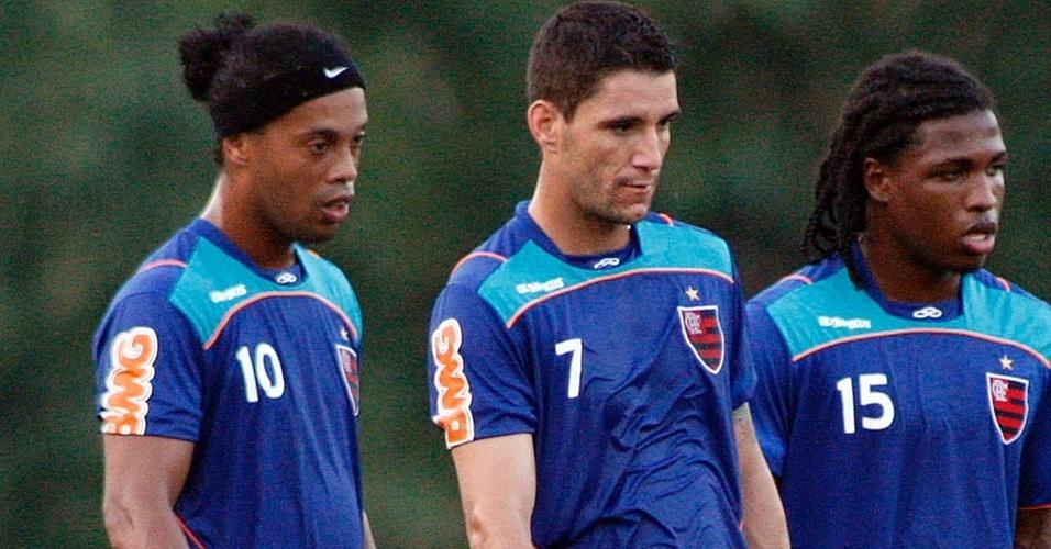 Ronaldinho Gaúcho e Thiago Neves no treinamento do Flamengo (15/04/2011)