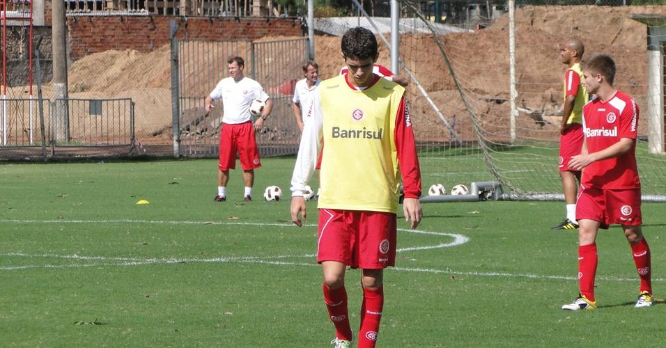 Meia Oscar do Inter retorna aos treinos depois de se recuperar de entorse no tornozelo (17/04/2011)