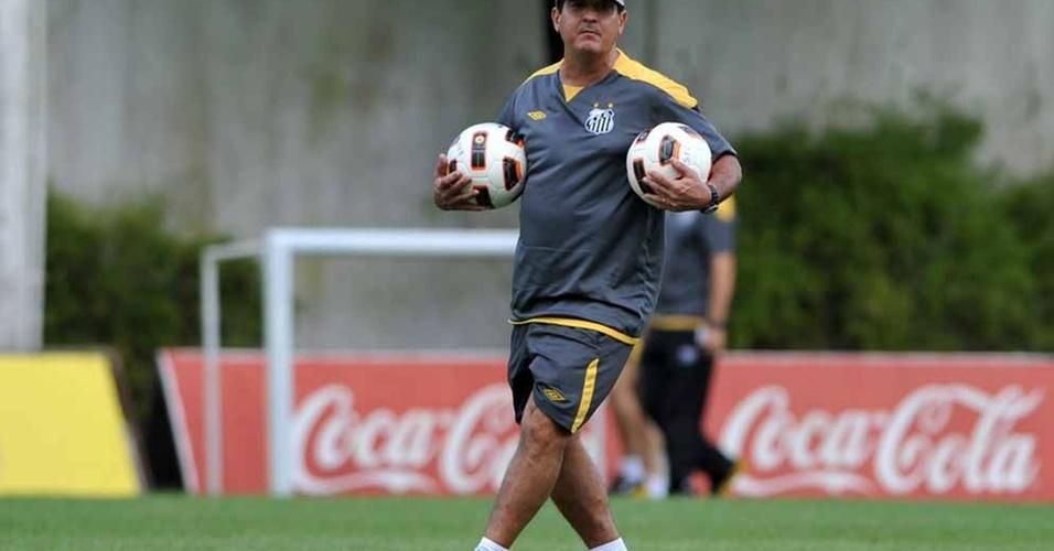 Muricy orienta treino do Santos no CT Rei Pelé (19/04/2011)