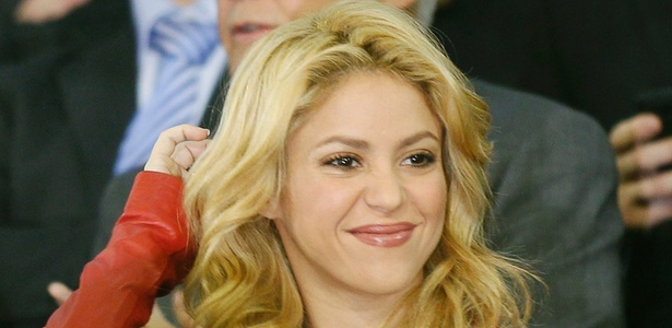 Cantora Shakira chega ao estádio para assistir ao jogo do namorado Piqué