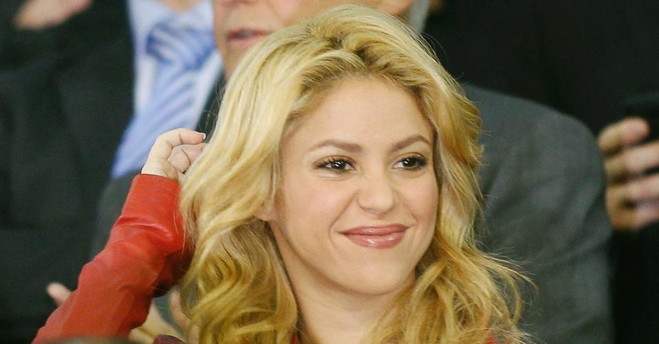 Abr.2011 - Cantora Shakira chega ao estádio para assistir a um jogo do namorado Piqué, defensor do Barcelona