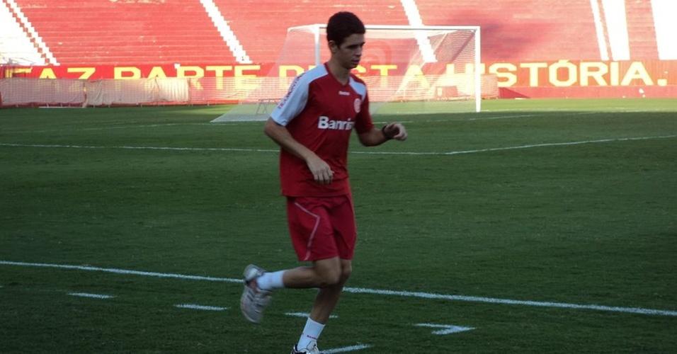 Oscar apenas corre em volta do gramado do Beira-Rio (20/04/11)