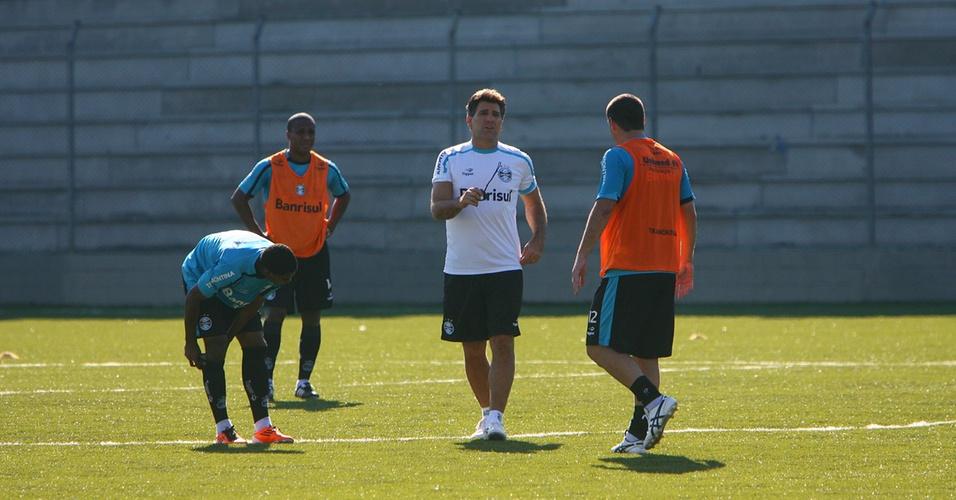 Renato Gaúcho comanda treinamento do Grêmio no estádio Passo D'Areia (22/04/2011)