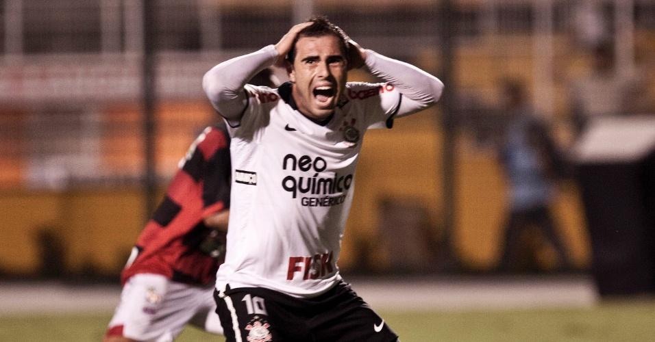 Bruno César lamenta gol perdido na vitória do Corinthians sobre o Oeste (23/04/2011)