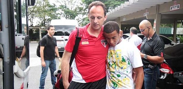 Rogério Ceni consola Lucas (25/04/2011)
