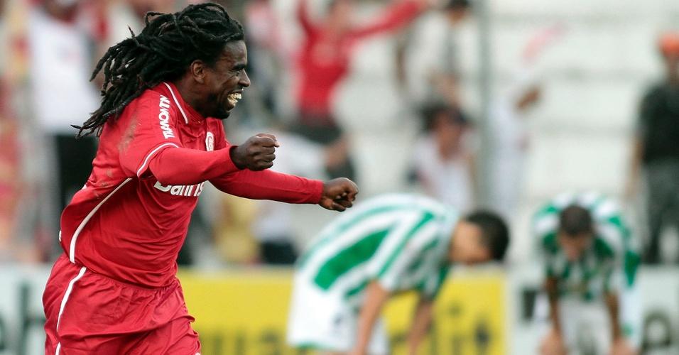 Tinga marca o segundo gol do Internacional sobre o Juventude (24/04/11)