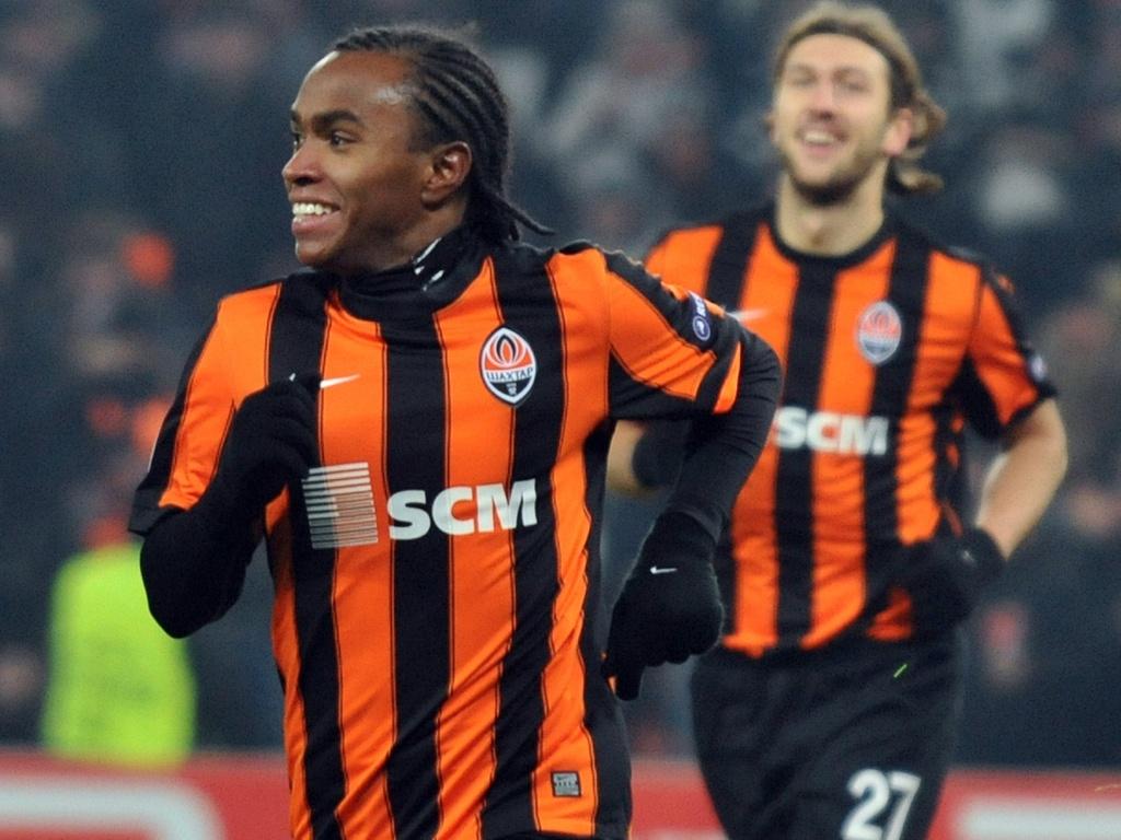 Willian comemora gol marcado pelo Shakhtar Donetsk contra a Roma, pela Liga dos Campeões