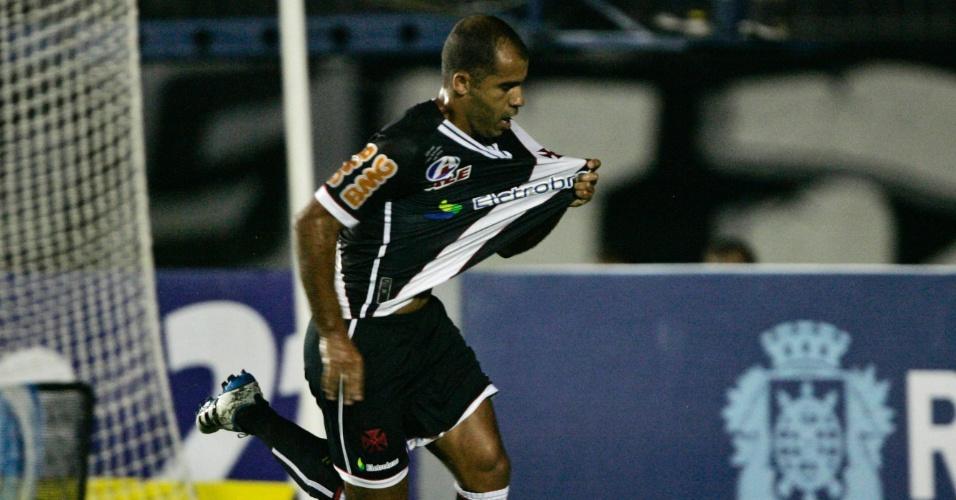 Felipe comemora mas um gol com a camisa do Vasco