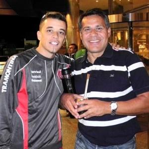 D'Alessandro encontra ídolo Ruben Paz (d), ex-jogador do Inter