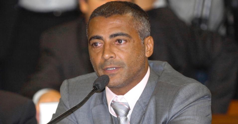 Romário participa de audiência no Senado Federal sobre direitos aquisição de TV (27/04/2011)