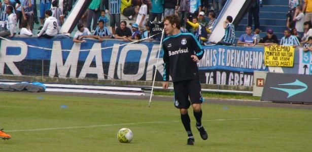 Apesar do bom rendimento na lateral, Mário Fernandes quer atuar como zagueiro