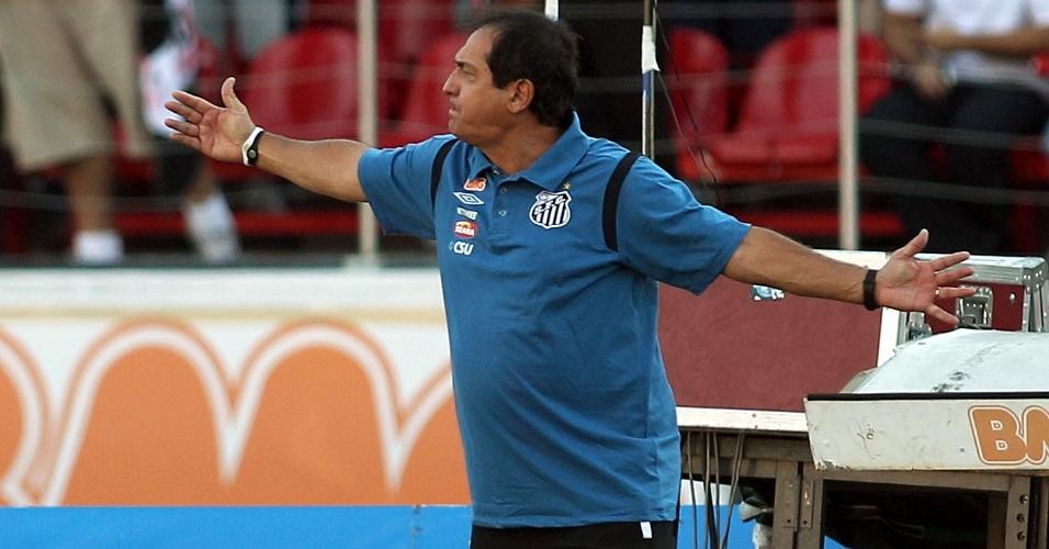 Muricy Ramalho gesticula com os jogadores do Santos na vitória sobre o São Paulo (30/04/11)