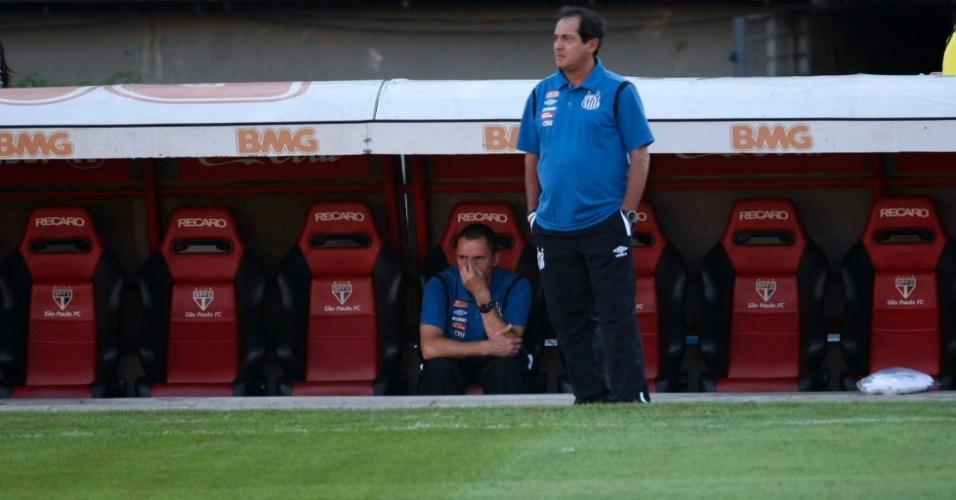Muricy Ramalho observa o duelo entre São Paulo e Santos no Morumbi (30/04/11)