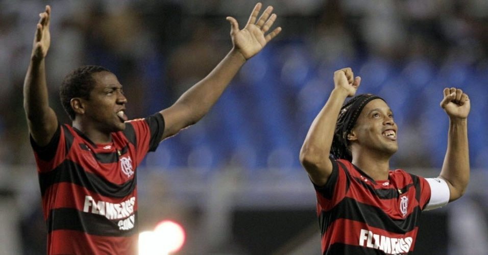 Ronaldinho Gaúcho e Renato Abreu celebram conquista do Flamengo no Estadual do Rio