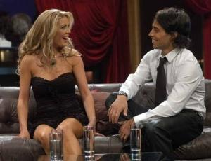 Modelo Daniela Aranguiz participa de programa de TV com o palmeirense Jorge Valdivia