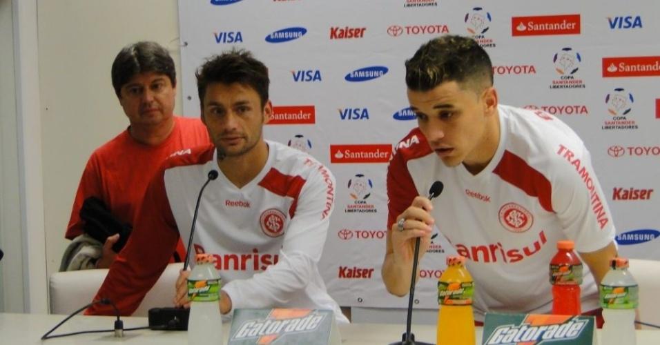 Rafael Sóbis e D'Alessandro em pronunciamento que nega briga em campo