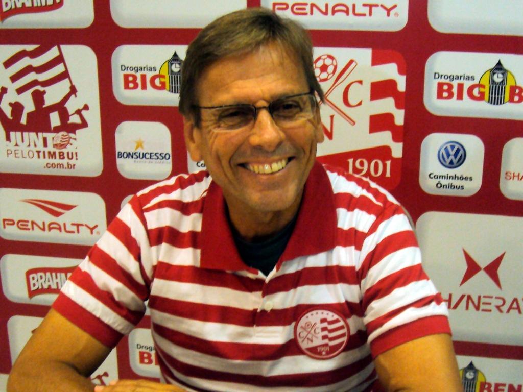 Waldemar Lemos é apresentado como novo técnico do Náutico (04/05/2011)