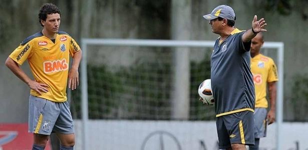 Muricy orienta Elano em treino do Santos no CT Rei Pelé (19/04/2011)